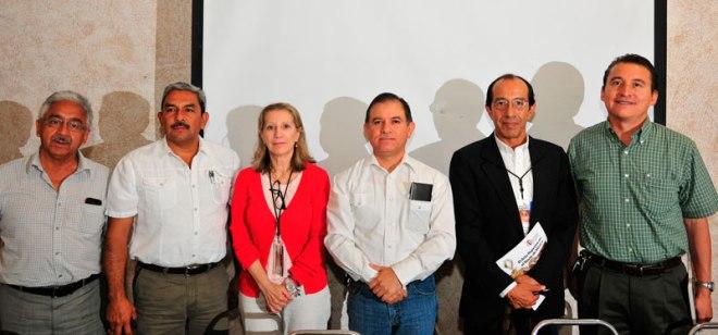 directivos del INAH e invitados durante la inauguración
